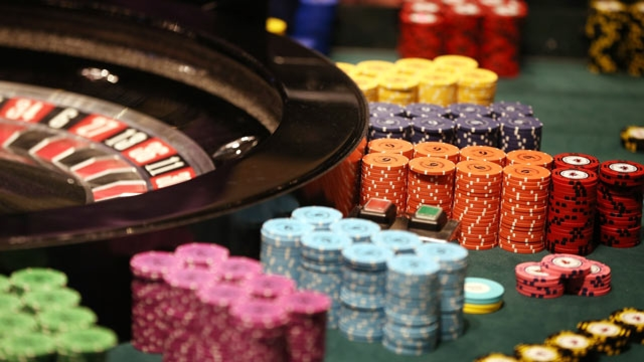 Learn how and when to fold correctly in a poker game